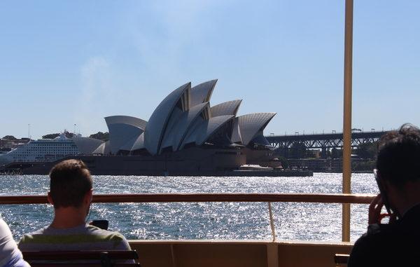 auf der Fähre mit Blick auf das Opera House