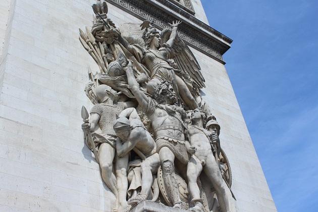 Arc de Triomphe unter dem Bogen
