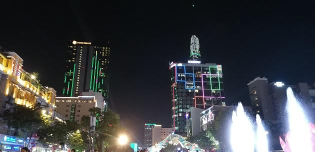 Nguyen Hue Street bei Nacht