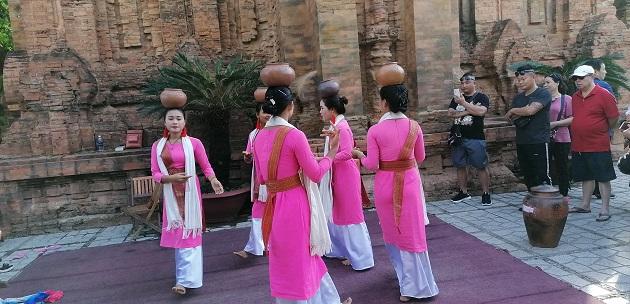 Po Nagar Tanzaufführung