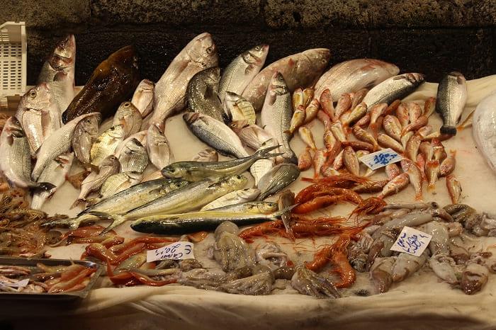 Fische am Fischmarkt in Catania