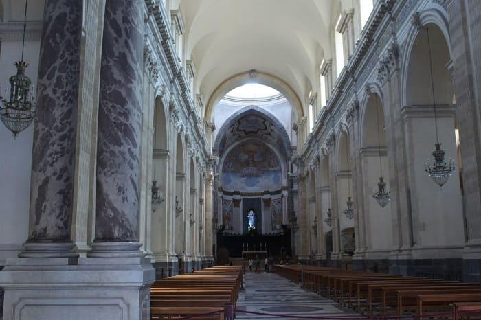 Kathedrale von Catania drinnen